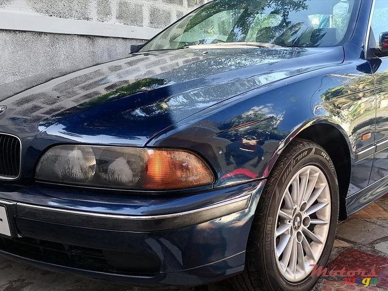 2001 BMW 520 in Terre Rouge, Mauritius