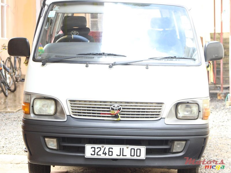 2000 Toyota hiace in Terre Rouge, Mauritius
