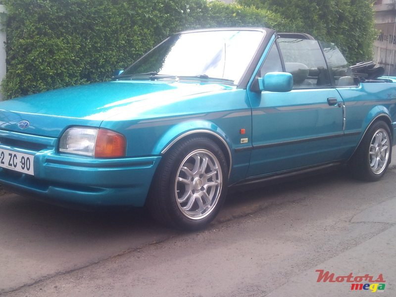1990 Ford Escort convertible in Vacoas-Phoenix, Mauritius