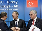 Euro MPs vote to freeze Turkey EU membership talks