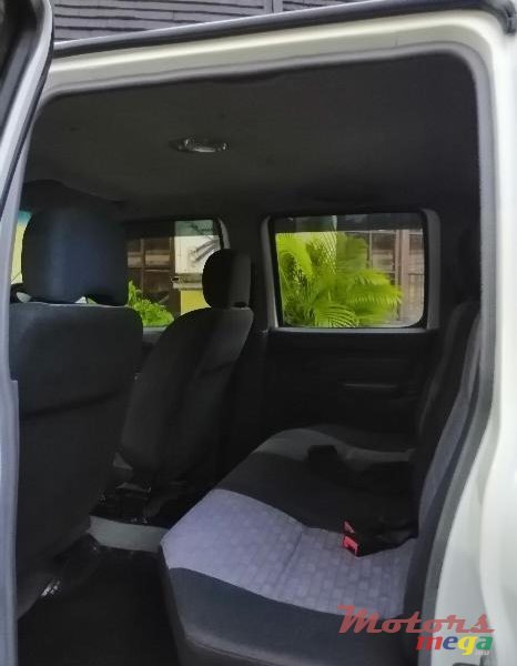 2012 Nissan NP300 in Port Louis, Mauritius - 4