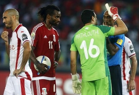 Equitorial Guinea's Javier Balboa (2nd L) looks on as Tunisia's Hamza Mathlouthi argues with referee