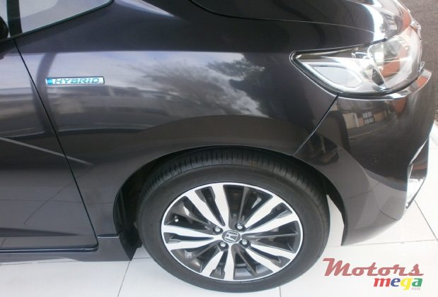 2015 Honda Fit Hybrid S Package in Curepipe, Mauritius - 2