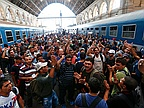 Hundreds of Migrants Protest at Budapest Station, Want to go to Germany