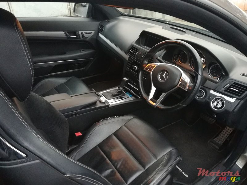 2012 Mercedes-Benz E-Class AMG PACKAGE en Rose Belle, Maurice - 4