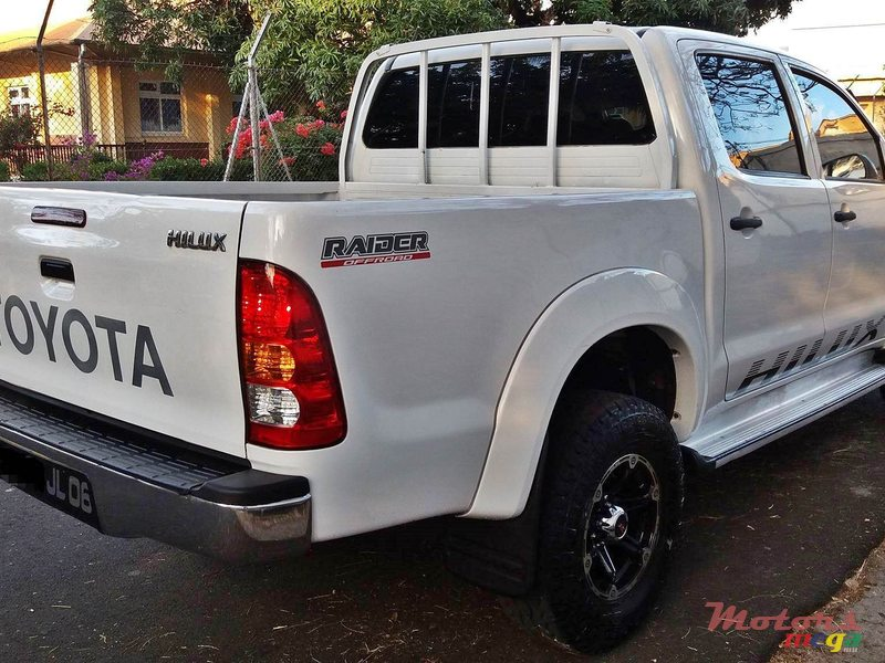 2006 Toyota Hilux in Port Louis, Mauritius