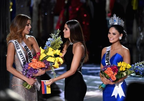 Miss Colombia  Ariadna Gutierrez (l.) was mistakenly named the Miss Universe winner...