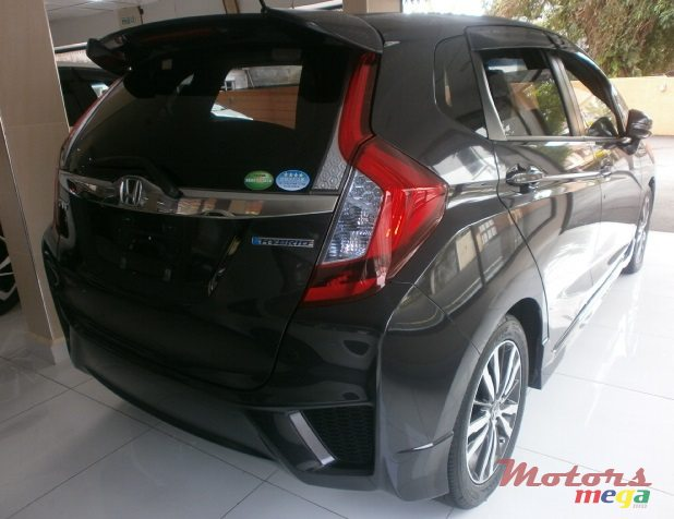 2015 Honda Fit Hybrid S Package in Curepipe, Mauritius - 6