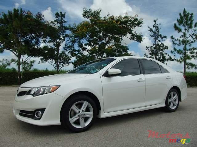 2014 Toyota Camry in Roches Noires - Riv du Rempart, Mauritius - 2