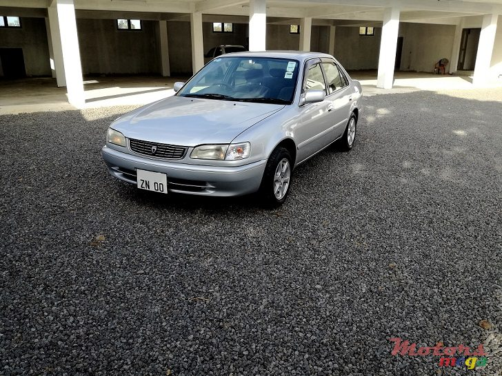 2000 Toyota Corolla AE110 XE-Saloon LIMITED JAPAN en Roches Noires - Riv du Rempart, Maurice