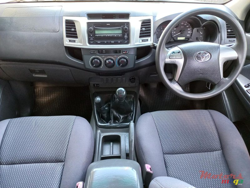 2012 Toyota Hilux 4×4 TURBO in Flacq - Belle Mare, Mauritius - 6
