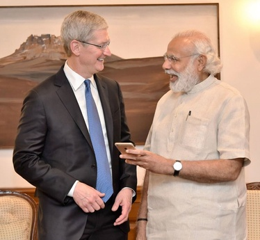 Timothy Cook, left, chief executive of Apple and  Prime Minister Narendra Modi