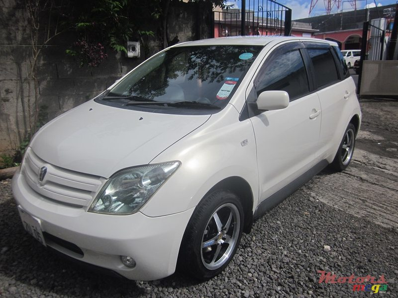 2005' Toyota Ist for sale - 275,000 Rs  Terre Rouge, Mauritius