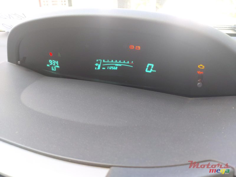 2011 Toyota Yaris Hatchback locale in Terre Rouge, Mauritius - 3