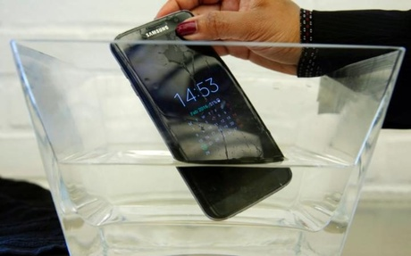 Samsung Galaxy S7 Edge mobile phone is submersed in water