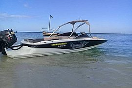 2010' MasterCraft With Outboard engine