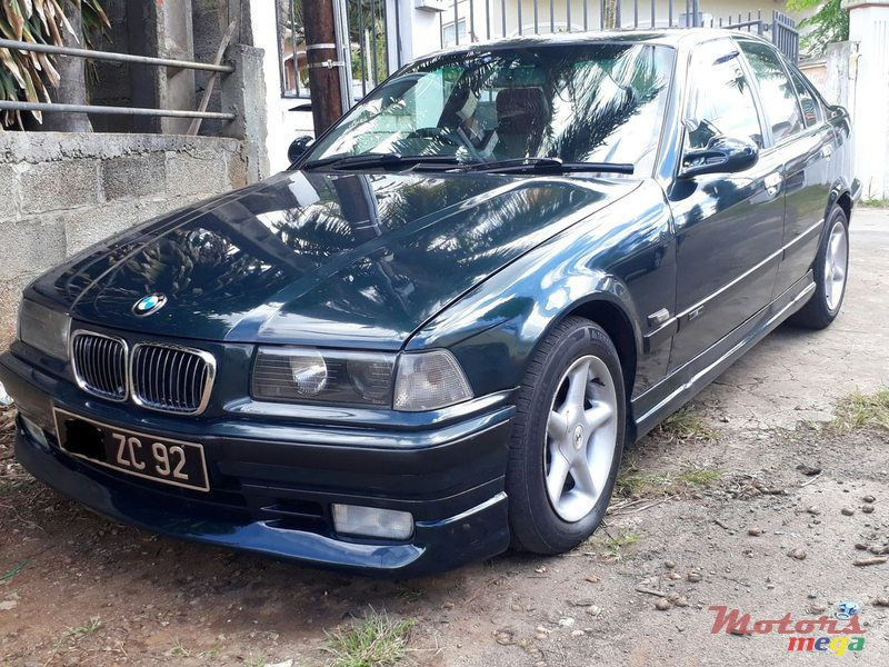 1992 BMW 318 in Terre Rouge, Mauritius