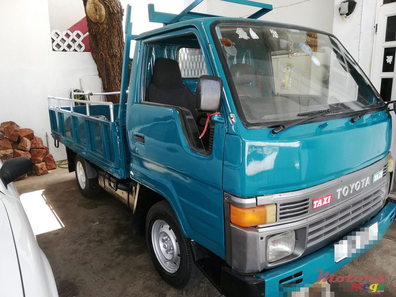 1989 Toyota Dyna 100 in Port Louis, Mauritius