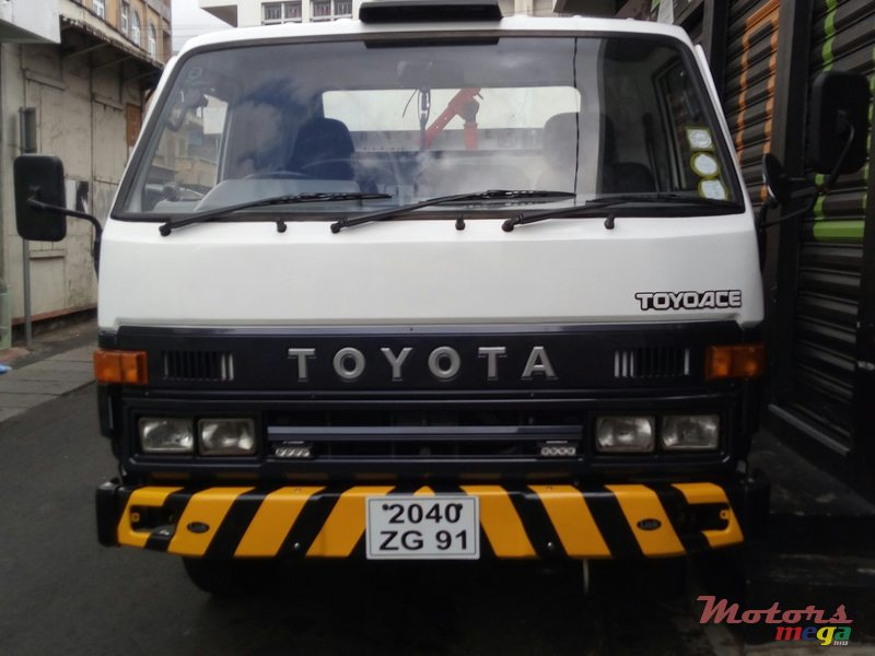 1991 Toyota Towing truck in Port Louis, Mauritius