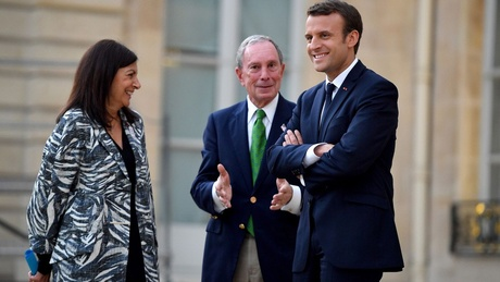 Michael Bloomberg, center, meets with French President Emmanuel Macron and Paris Mayor Anne Hidalgo
