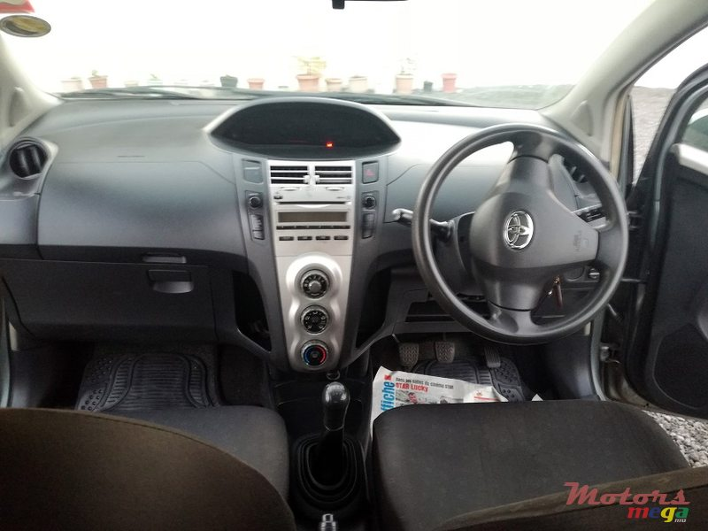 2006 Toyota Yaris Manual in Roches Noires - Riv du Rempart, Mauritius - 3