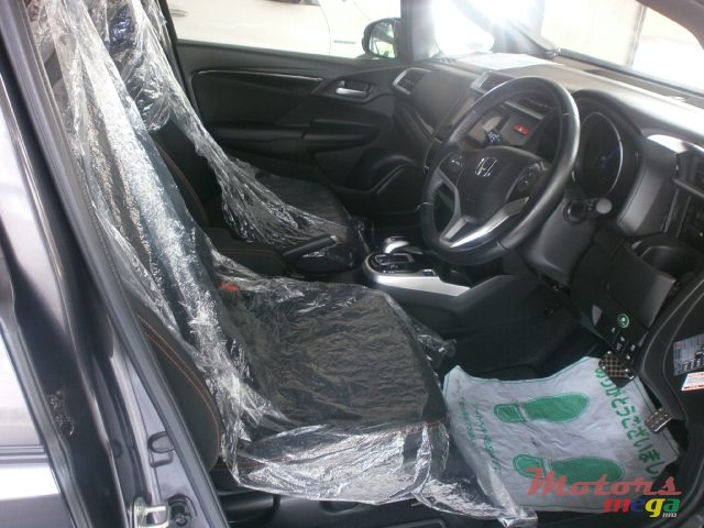 2015 Honda Fit Hybrid S Package in Curepipe, Mauritius - 4