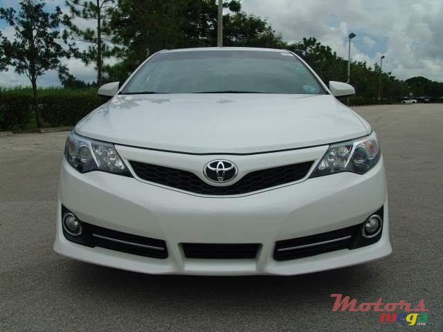 2014 Toyota Camry in Roches Noires - Riv du Rempart, Mauritius - 4