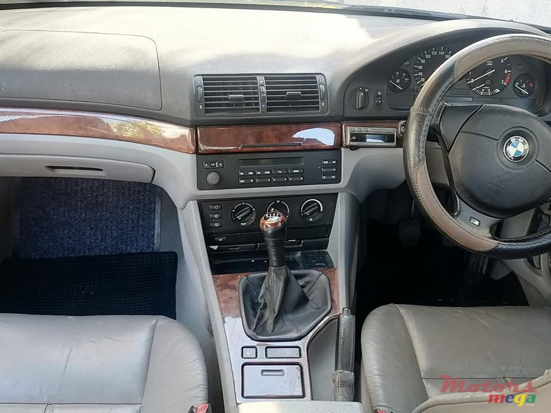 2001 BMW 520 in Terre Rouge, Mauritius - 6