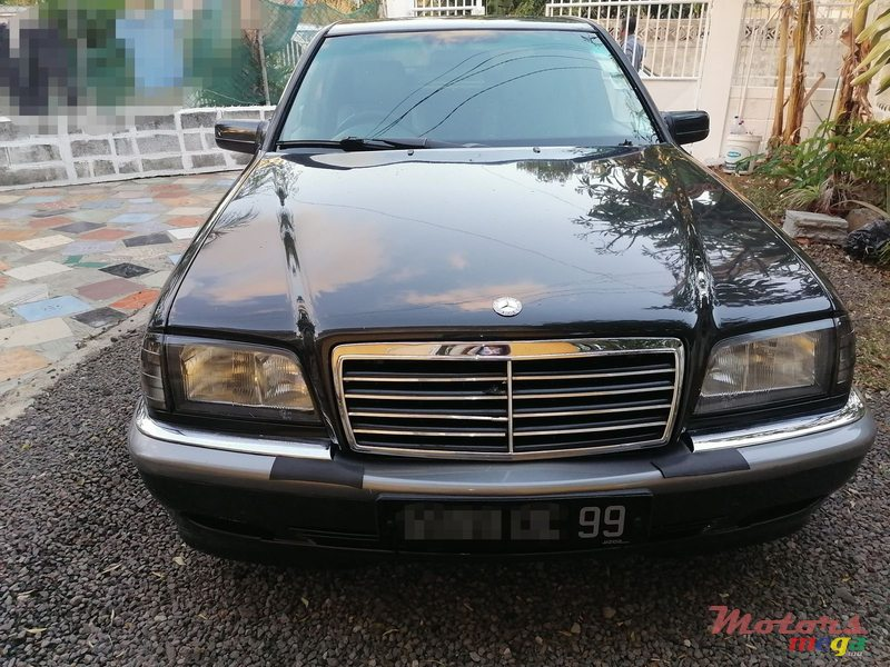 1999 Mercedes-Benz in Terre Rouge, Mauritius - 4