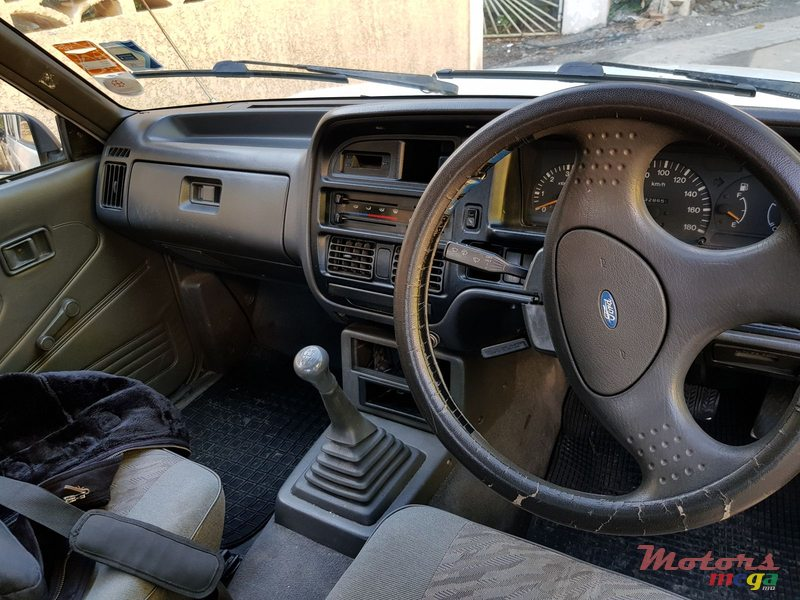 1998 Ford Courier aircon powersteering in Rose Hill - Quatres Bornes, Mauritius