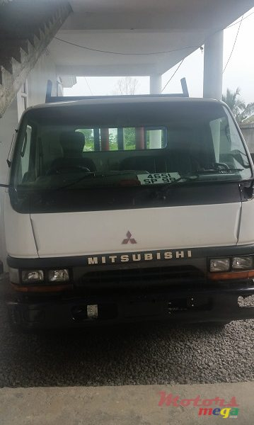 1999 Mitsubishi Canter en Flacq - Belle Mare, Maurice