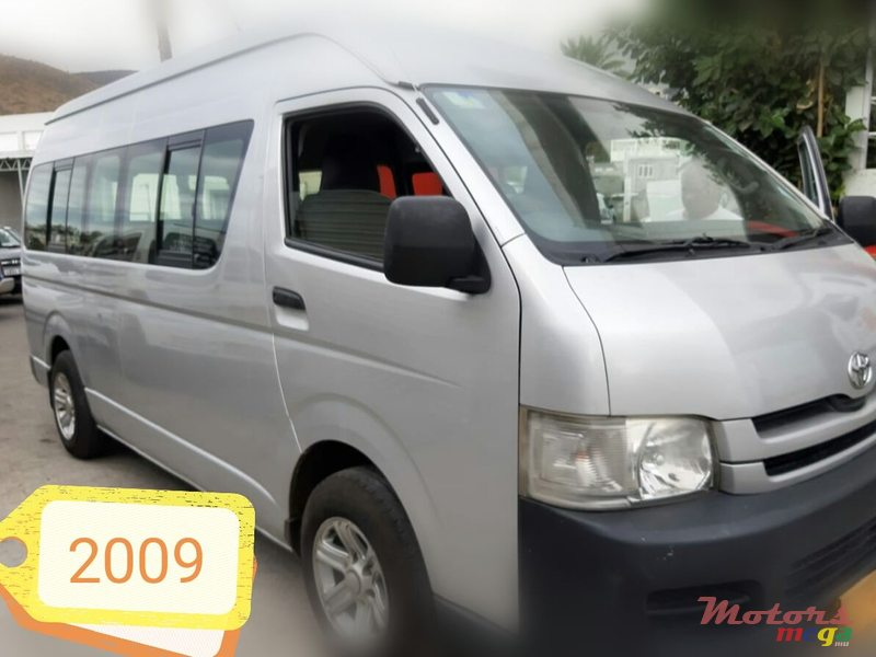 2009 Toyota Hiace High roof 16 seater in Port Louis, Mauritius