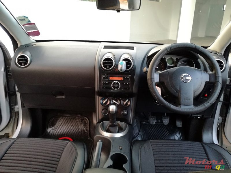 2010 Nissan Qashqai Manual JAPAN en Roches Noires - Riv du Rempart, Maurice - 3