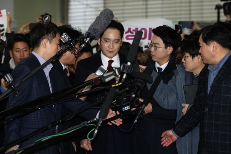 Lee Jae-Yong, vice chairman of Samsung arrives at the office of the independent counsel on 12.01