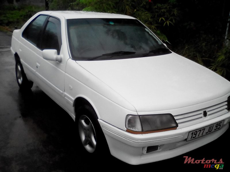 1995 Peugeot 405 Berline in Rose Hill - Quatres Bornes, Mauritius