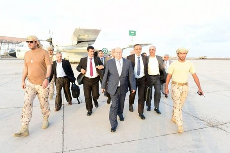 Yemen's exiled President Abd-Rabbu Mansour Hadi (C) walks at Aden airport upon his arrival