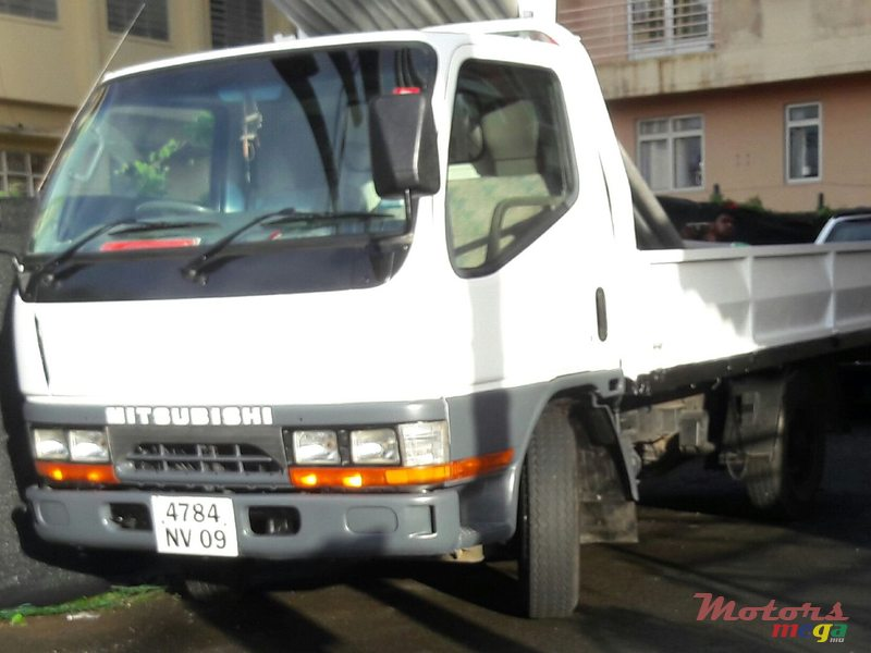 2009 Mitsubishi Canter 2Ton Simple Roues en Vacoas-Phoenix, Maurice