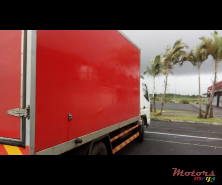 2012 Mitsubishi Refrigerated truck en Rose Belle, Maurice