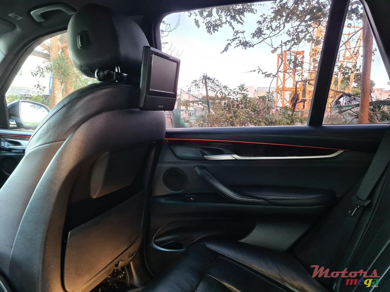2015 BMW X5 M package 2.5d automatic in Vacoas-Phoenix, Mauritius - 5
