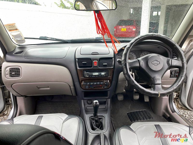 2001 Nissan Sunny N16 Manual JAPAN in Roches Noires - Riv du Rempart, Mauritius - 3